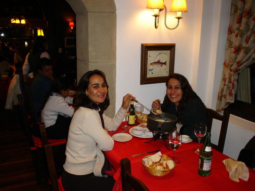 Comendo fondue para esquentar a noite!
