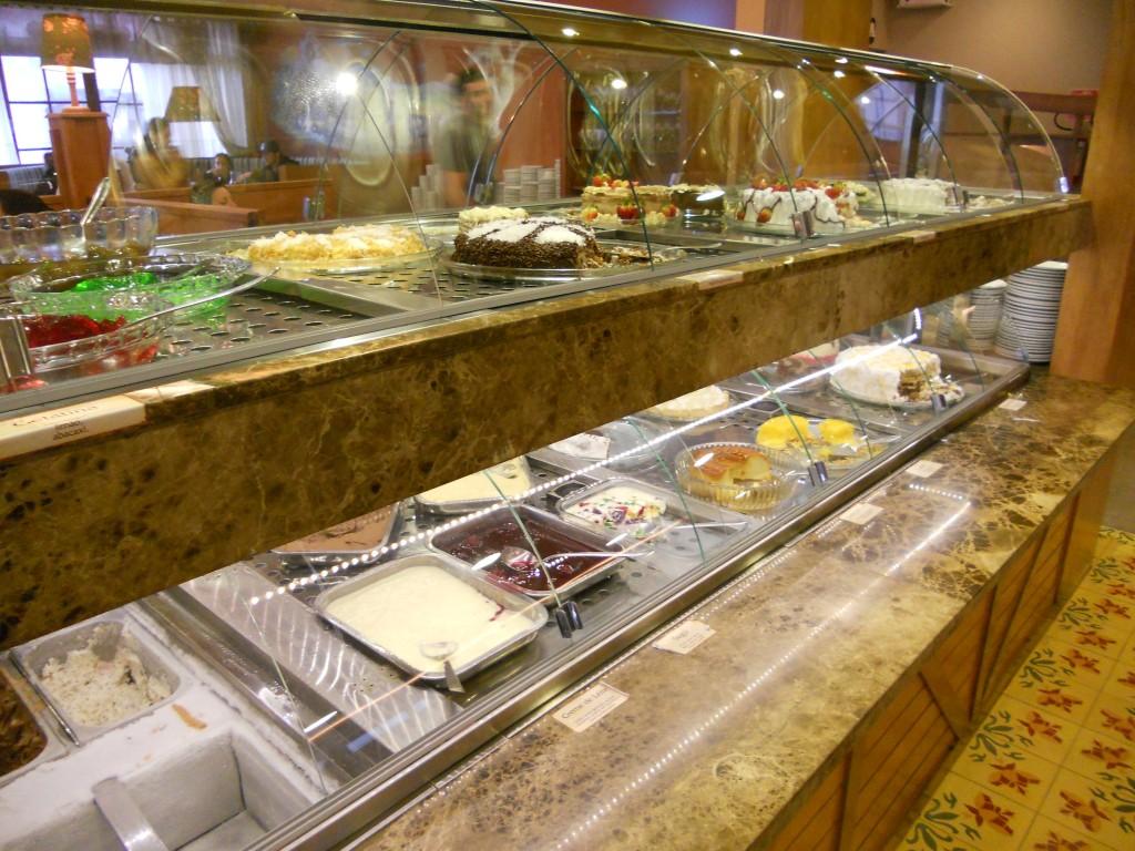 A mesa de sobremesas (e na nossa mesa já tinha um monte de coisa doce!). Foto: Marcelle Ribeiro