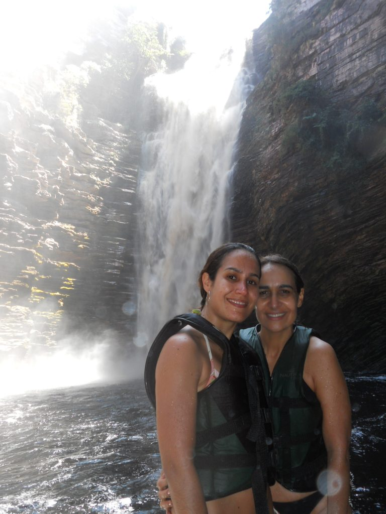 Eu e minha mãe na cachoeira do Buracão!