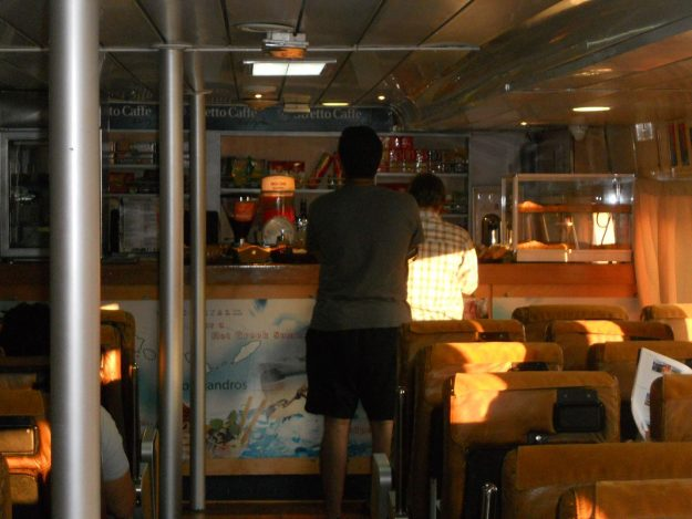 ilhas-gregas-bar-restaurante-barco