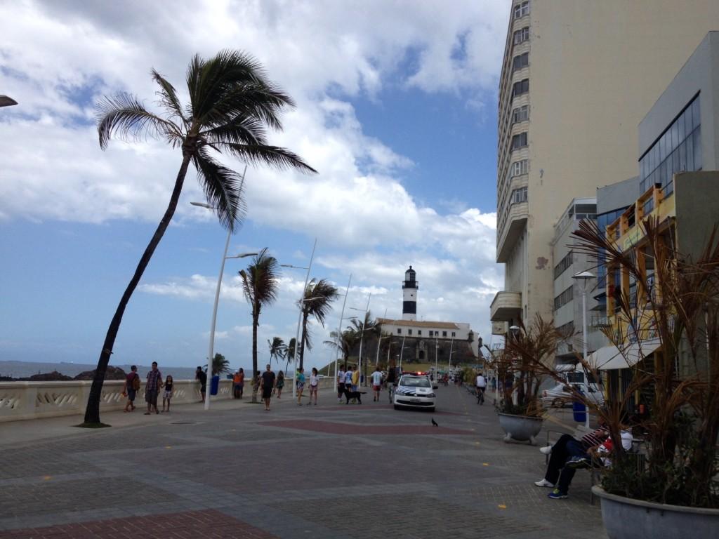 Calçadão da praia da Barra, em Salvador. Foto: Marcelle Ribeiro