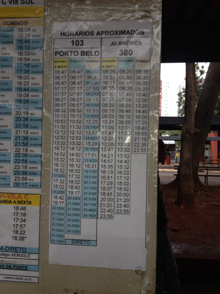 Horários da linha 103, que leva ao templo budista de Foz do Iguaçu. Foto: Marcelle Ribeiro