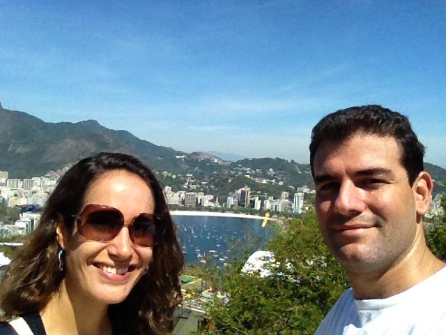 Eu e maridão curtindo a vista do Morro da Urca. Foto: Guilherme Calil
