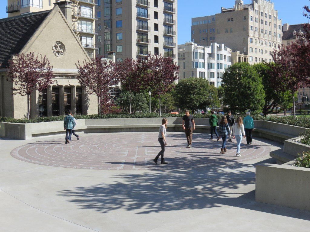 Labirinto externo da Grace Cathedral, em San Francisco. Foto: Guilherme Calil