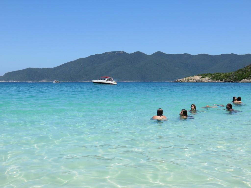 Olha a cor da água na Praia do Forno! Foto: Marcelle Ribeiro