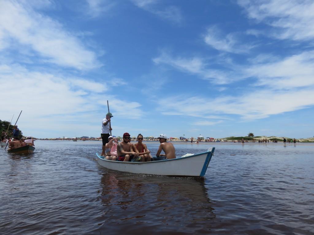 Barco para a Praia da Guarda do Embaú. Foto: Marcelle Ribeiro