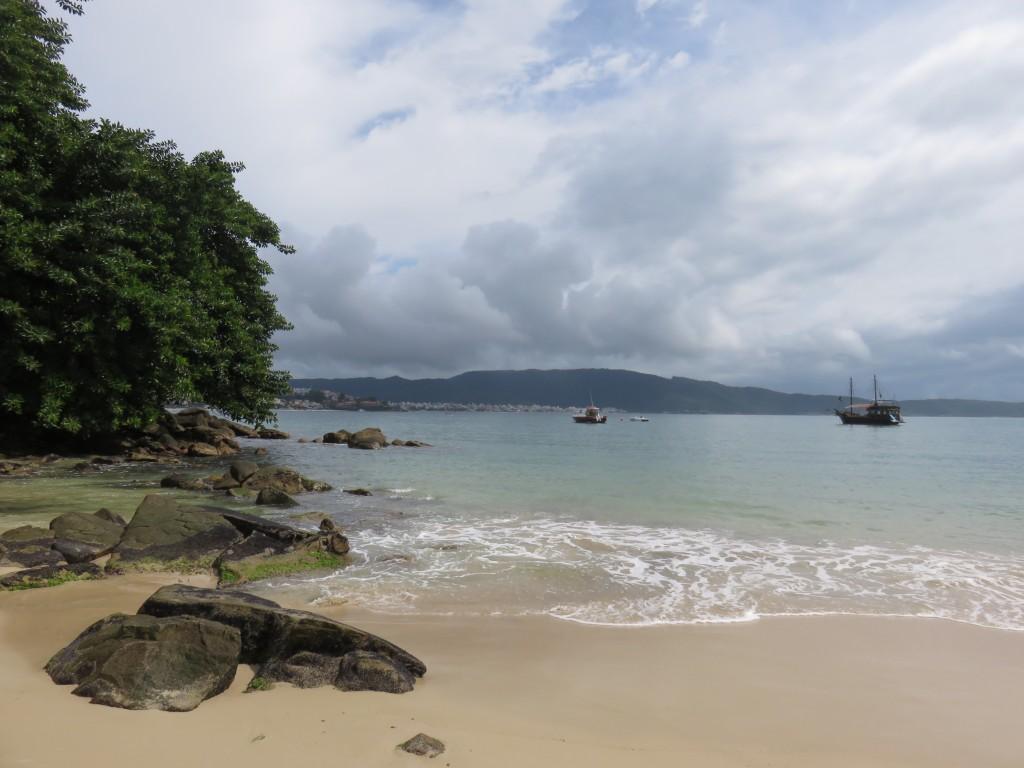 Praia do Embrulho, em Bombinhas. Foto: Marcelle Ribeiro.