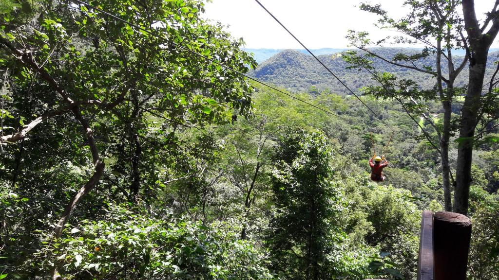Tirolesa na Cachoeira da Serra Azul. Foto: Marcelle Ribeiro