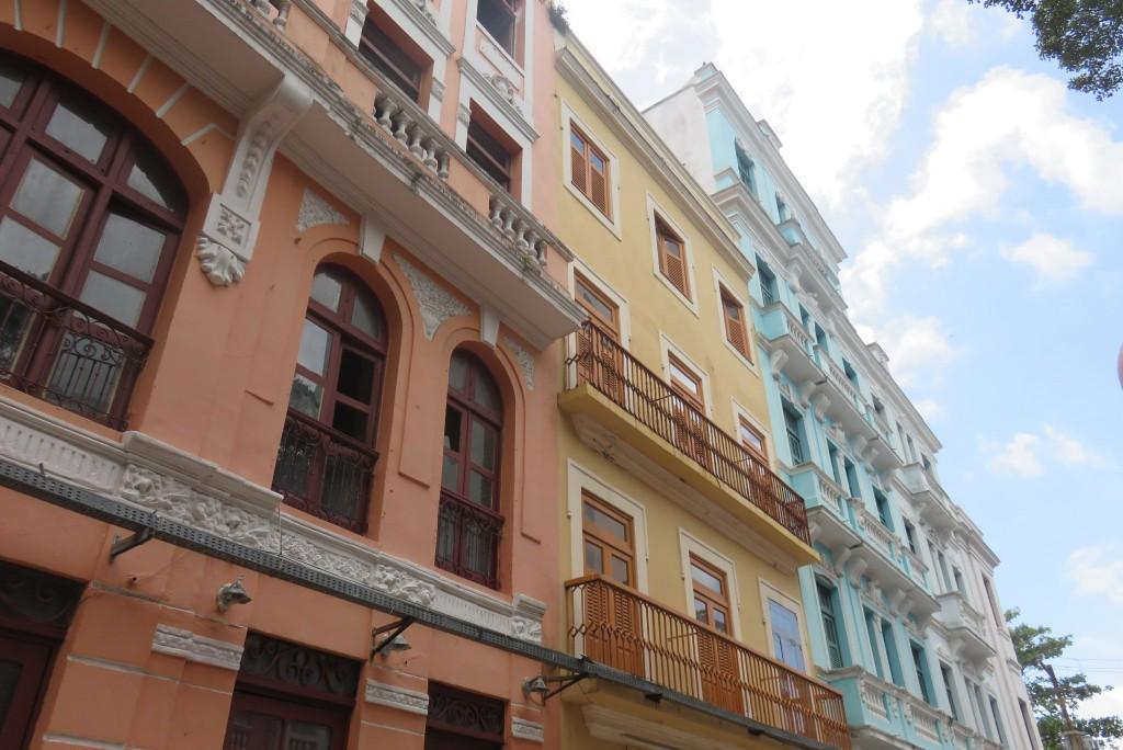 Casas coloridas na Rua Bom Jesus, no Recife Antigo. Foto: Marcelle Ribeiro.