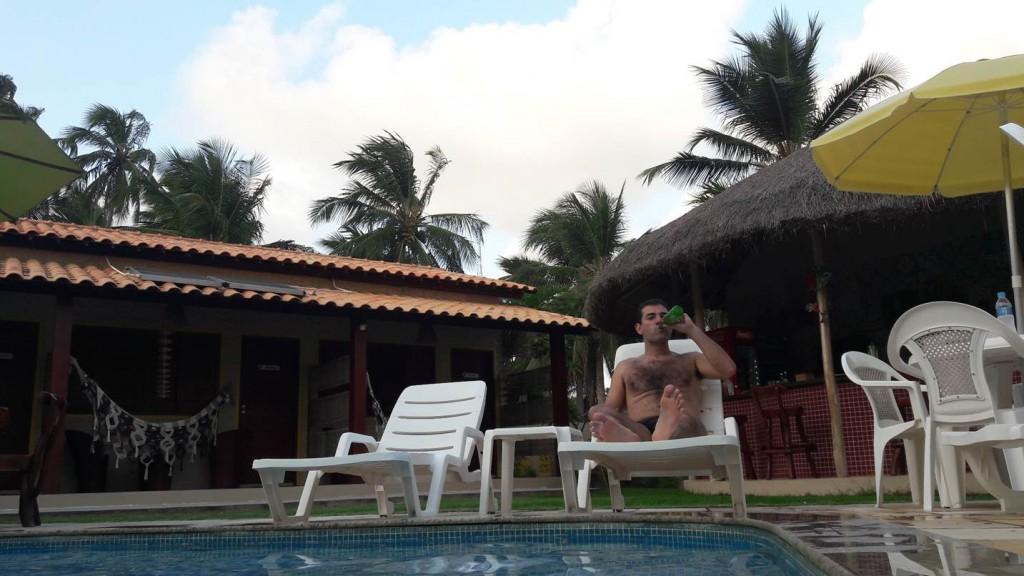 Maridão em tarde de ócio na piscina. Foto: Marcelle Ribeiro.