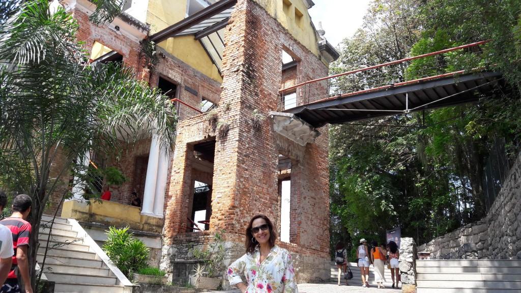 No alto da foto, é possível ver a ponte entre o Parque das Ruínas e o Museu Chácara do Céu. Foto: Marcelle Ribeiro