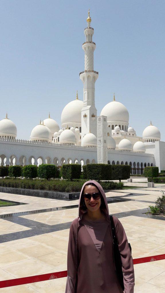 Roupa especial para visitar mesquita em Abu Dhabi. Foto: Guilherme Calil