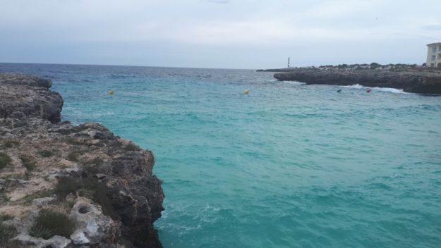 mar praia cala en bosch menorca espanha