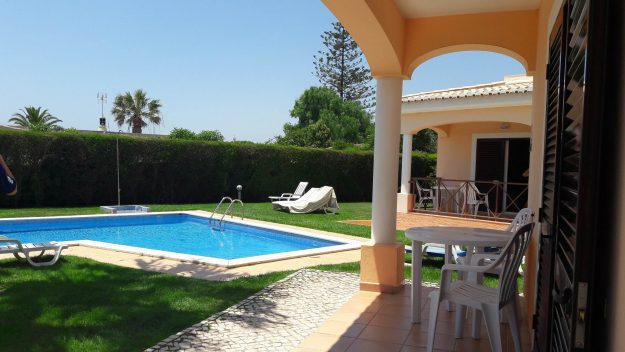 onde-ficar-no-algarve-piscina-canavial-apartments