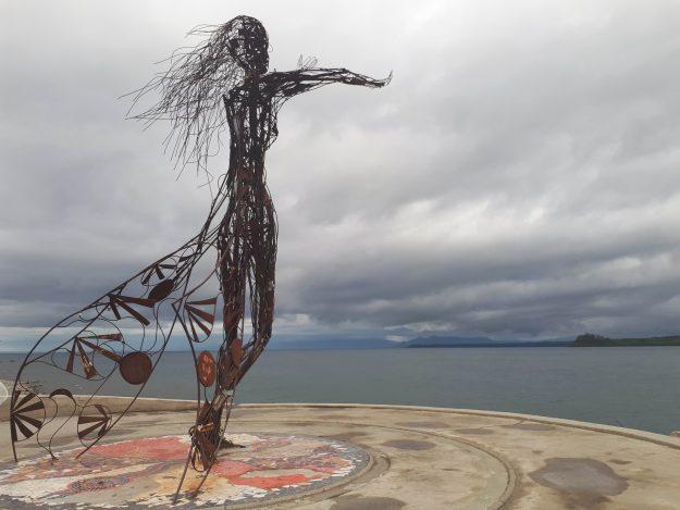 orla-de-puerto-varas-estatua