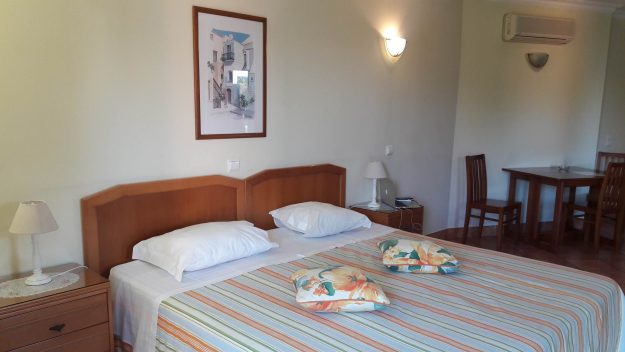 hotel-lagos-canavial-apartments-cama