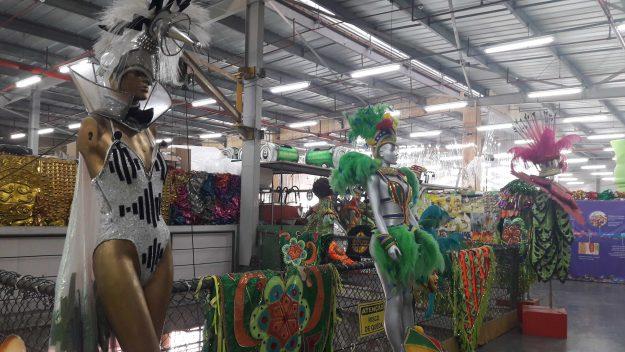 Fantasias da Grande Rio vistas no Carnaval Experience cidade do samba rj