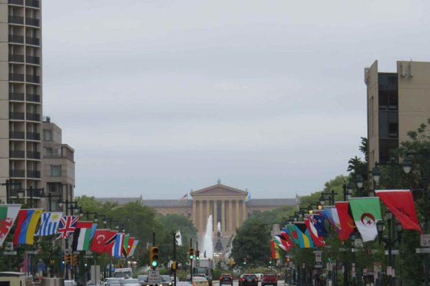 O que fazer na Filadélfia. Vista do Love Park com o Museu de Arte no fundo.