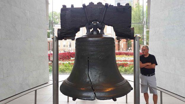 O Liberty Bell é muito procurado pelos turistas na Filadélfia.