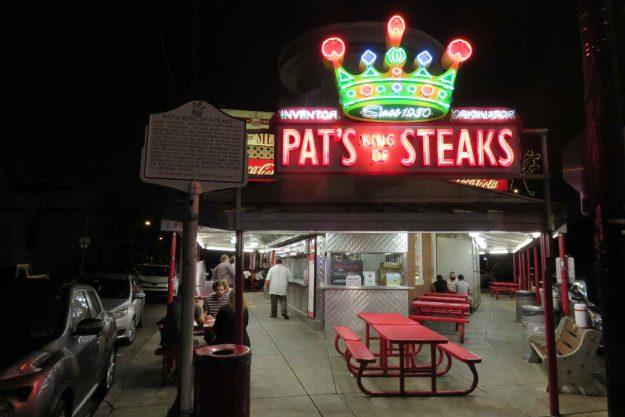 Fachada do Pat's King of Steak
