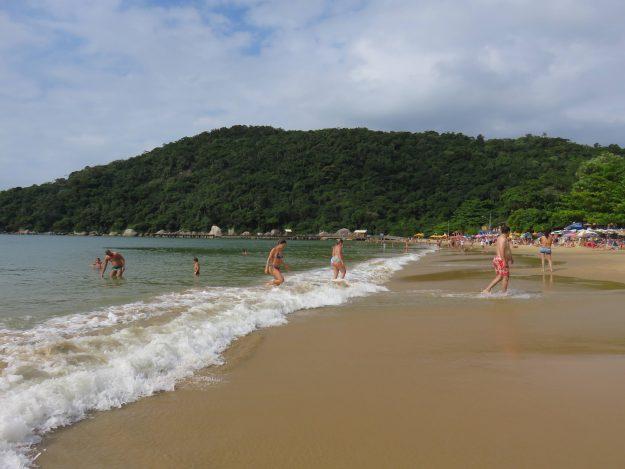 Praia das Laranjeiras Balneário Camboriú