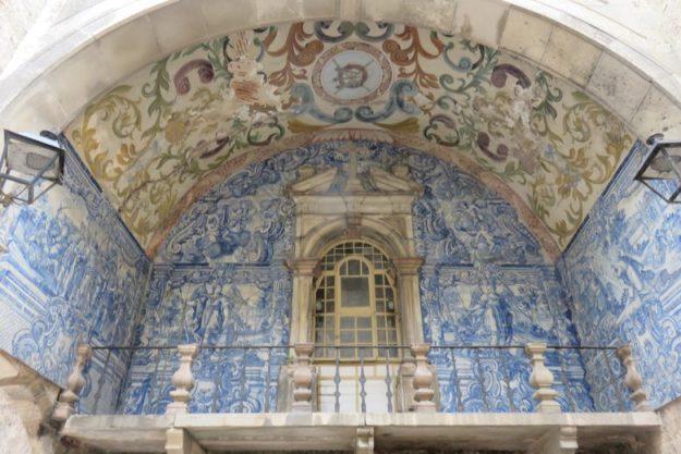 o que fazer em óbidos portal da vila azulejos
